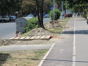 Zemlja na bici stazi, ulici i trotoaru
