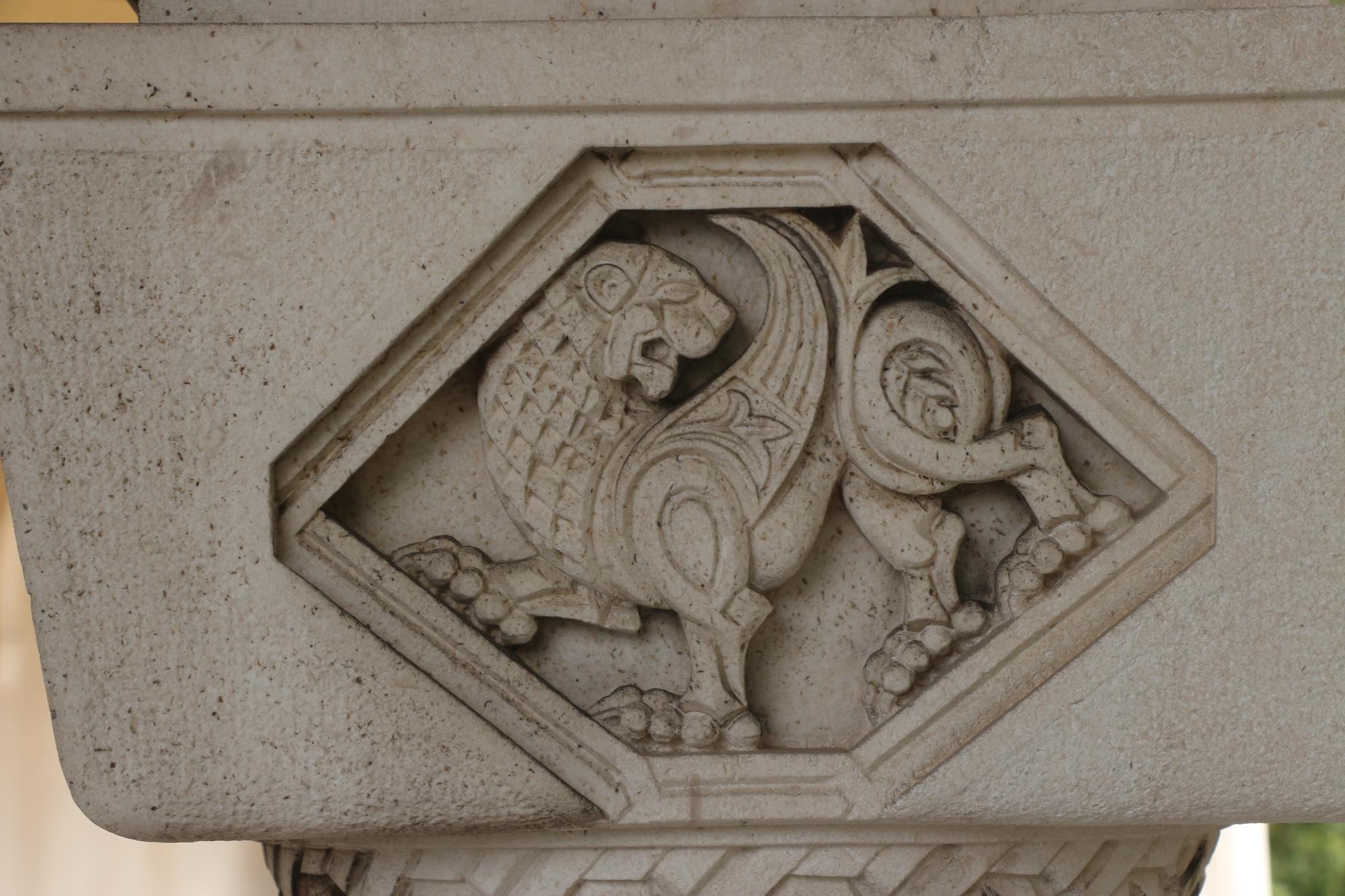 Dvorski Kompleks Na Dedinju Beli Dvor I Kraljevski Dvor